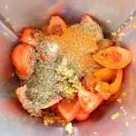 Tomaten und Gewürze dazugeben