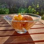Pfirsich-Gelato mit Zitronenmelisse