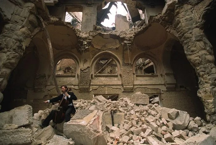 Smailovic plays in the partially destroyed National Library in 1992. (Source: Wikipedia)