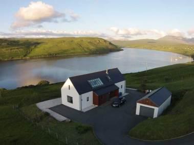 calath-skye-outside-view-to-loch