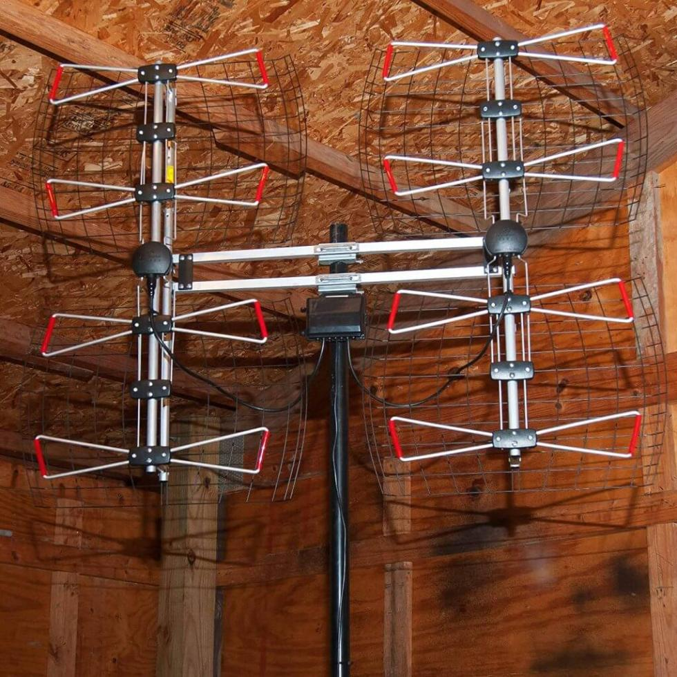 Antennas Direct DB8e mounted indoors