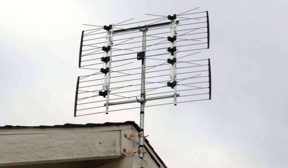 Channel Master CM-4228HD mounted