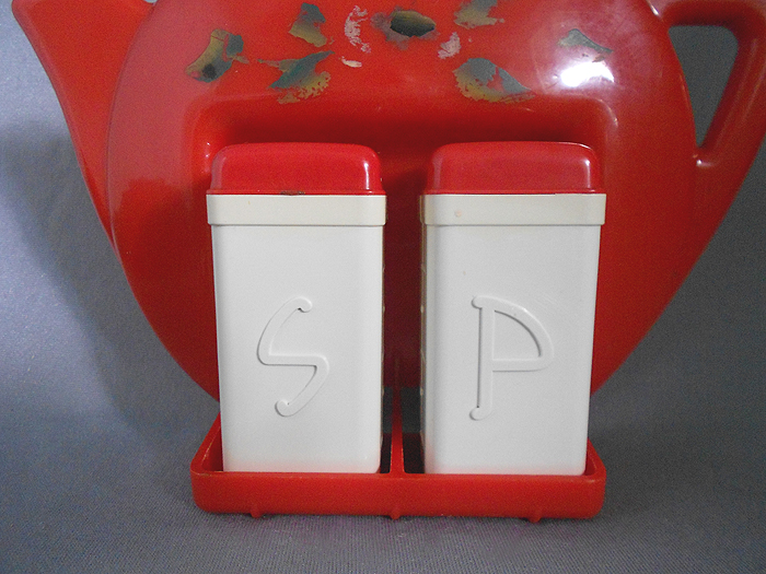 1940s1950s Vintage Retro Plastic Salt and Pepper Shakers