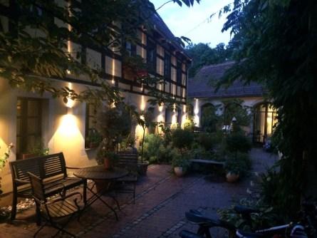 Garten mit Nachtbeleuchtung