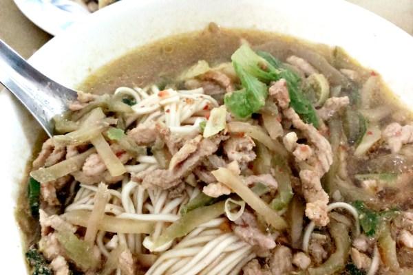 台南【忠味麵館】只開中午讓人回味無窮的【招牌榨菜肉絲麵】
