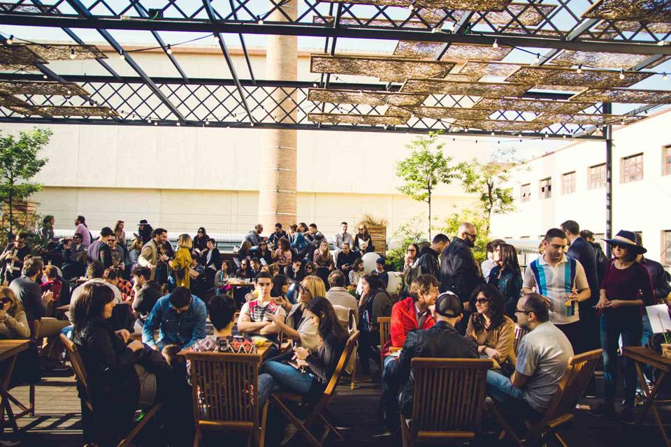Vermut Solidario | Diversión y solidaridad en la Antiga Fàbrica Estrella Damm