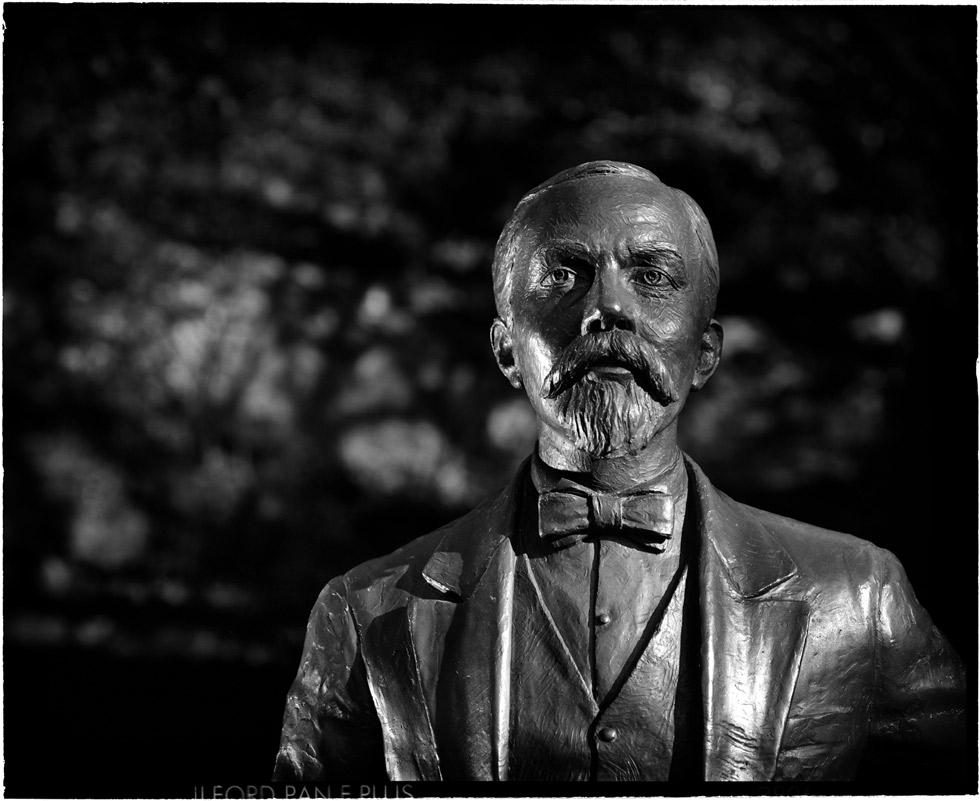Jack-Daniel's_-Estatua-Mr-J