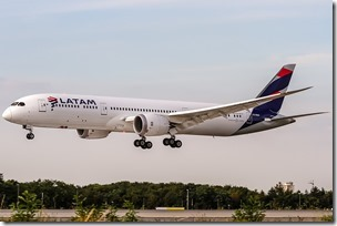 1200px-LATAM_Chile_Boeing_787-9_Dreamliner_(CC-BGD)_coming_in_from_Madrid_(LEMD)_@_Frankfurt_International_(EDDF)