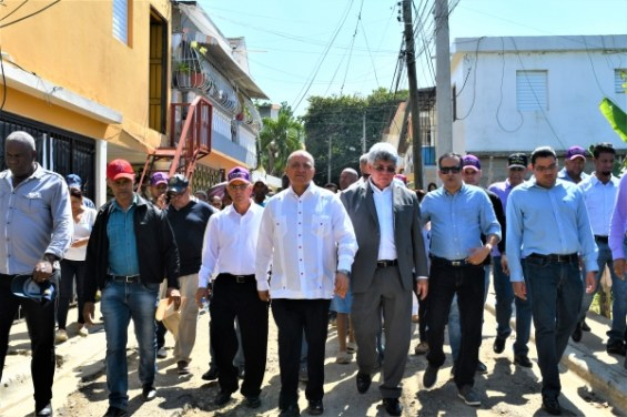 Fernando, Silvio y Valentín supervisan sistema de aguas residuales de Villa Verde