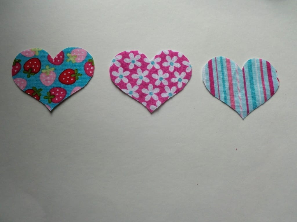 DIY-Valentines-Day-Patchwork-Heart-Applique-Small-Hearts