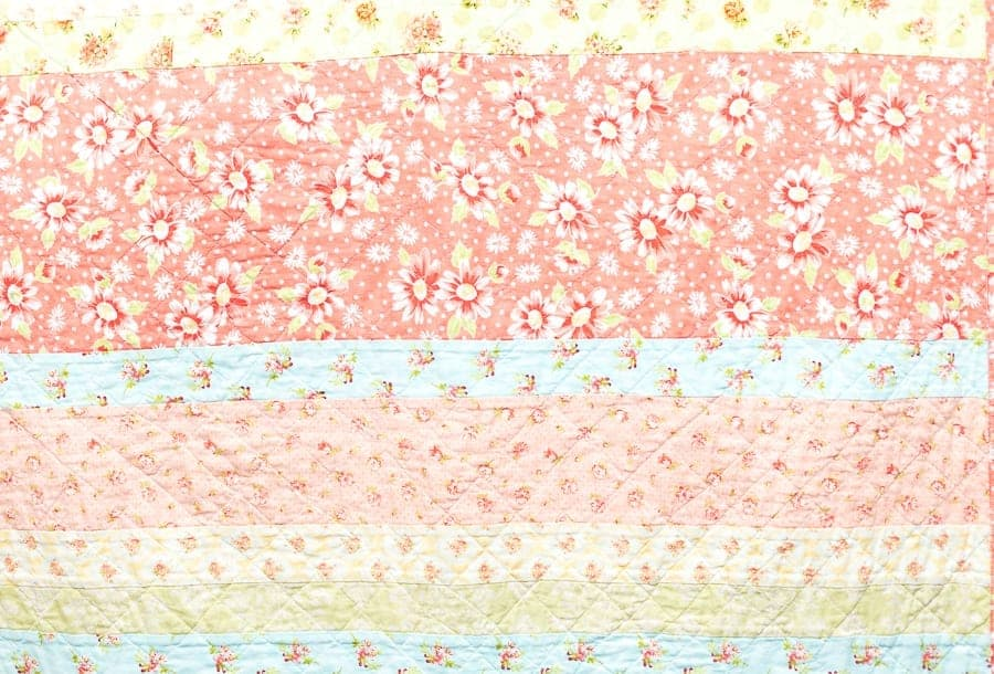 scrappy-shabby-chic-quilt