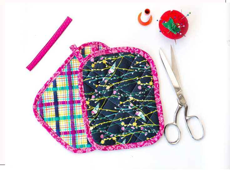 Free Quilted Potholder Pattern - An Easy Pot Holder Pattern and Tutorial