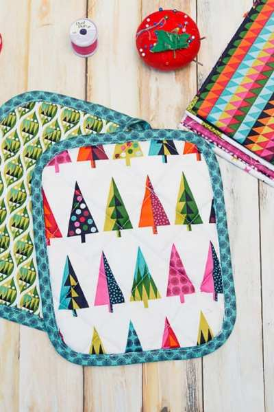 Christmas Pot Holders – An Easy Last Minute Gift To Sew