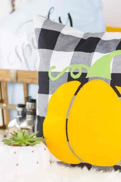 Halloween Pillow DIY – Applique Pumpkin Halloween Pillow Pattern