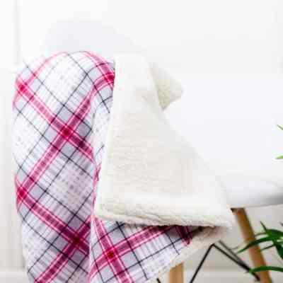 flannel-sherpa-fleece-baby-blanket-diy
