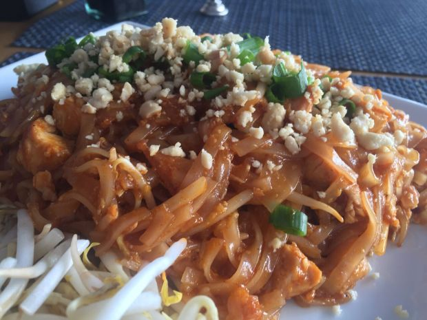 Chicken Pad Thai from Sushi Maki in Coral Gables! Click to read more or Pin and save for later.
