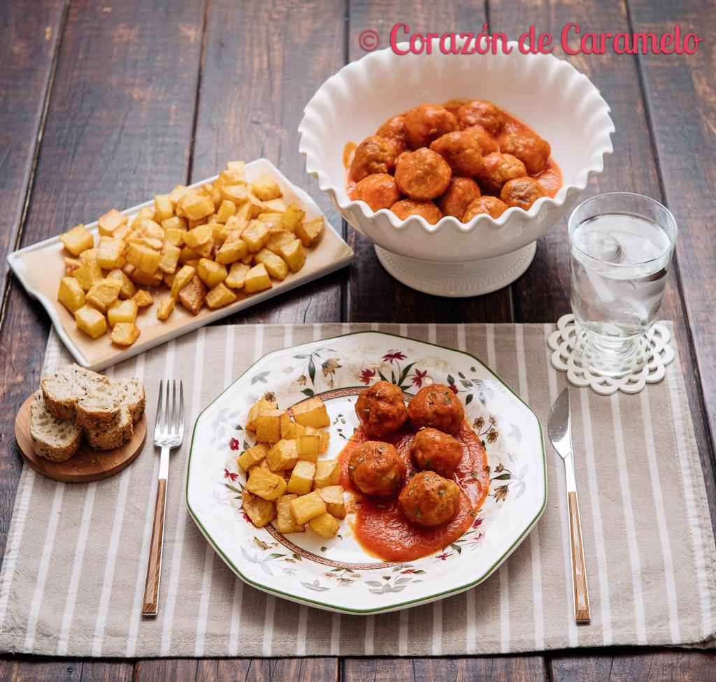 Albóndigas con tomate   Receta casera
