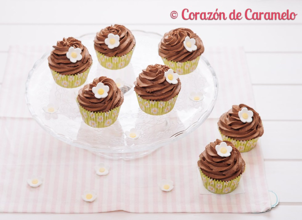Cupcakes con te y trufa montada
