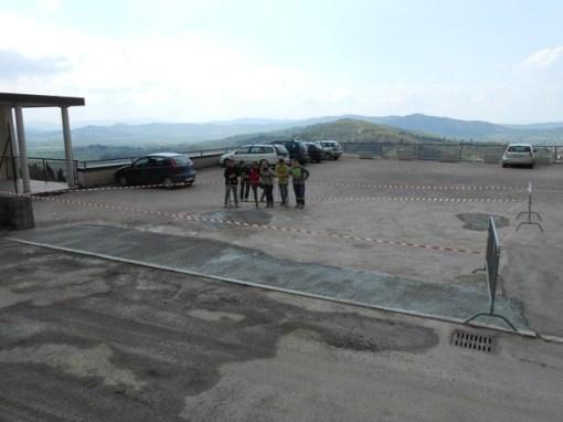 Una buona notizia: buche sistemate sul tetto/parcheggio di Corciano 7