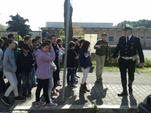 Scuola, a Corciano l'educazione stradale si fa per strada con i vigili docenti per un giorno 17