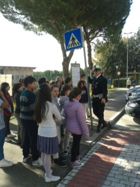 Scuola, a Corciano l'educazione stradale si fa per strada con i vigili docenti per un giorno 18