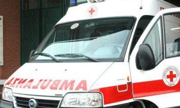 """Auto sfonda il cancello di una scuola a San Mariano, operatori 118: """"Tragedia sfiorata"""""""