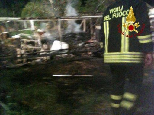 Incendio a Castelvieto nella notte, i pompieri salvano gli animali dal rogo 2