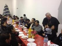 Il cardinale Gualtiero Bassetti a pranzo nella sala parrocchiale in San Mariano-Girasole 2