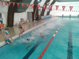Progetto Nuoto: l'Istituto Bonfigli porta in piscina i suoi alunni 1