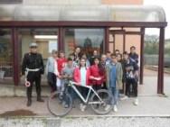 Gli agenti della Municipale salgono in cattedra alla Bonfigli 3