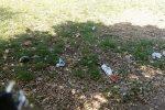 Bivacco e rifiuti nel parco di Ellera, i residenti sono stanchi della situazione