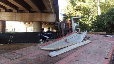 Camion precipita dal raccordo Perugia-Bettolle, tragedia sfiorata a due passi da una casa 3