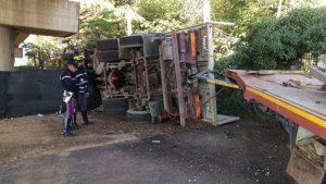 Camion precipita dal raccordo Perugia-Bettolle, tragedia sfiorata a due passi da una casa 2