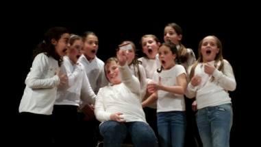 Alle primarie Bonfigli i bambini imparano l'inglese...recitando 5
