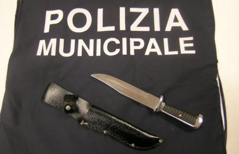 coltello controlli droga polizia sicurezza cronaca