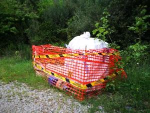 IMG 20170428 185917 resized 300x225 - Amianto al Colle della Trinità, materiale da mesi in attesa di essere rimosso