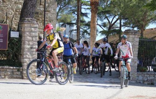 """In """"Bici con Bacco"""": successo per la seconda edizione organizzata da L'Abbraccio 5"""