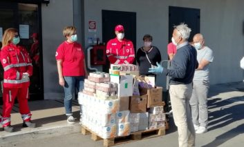 Il grande cuore dei dipendenti della Coop di Ellera: viveri in dono alla Croce Rossa