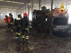 ac556aa 1 300x225 - Incendio ad Ellera in uno stabilimento abbandonato