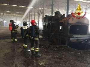 ac556aa 3 300x225 - Incendio ad Ellera in uno stabilimento abbandonato