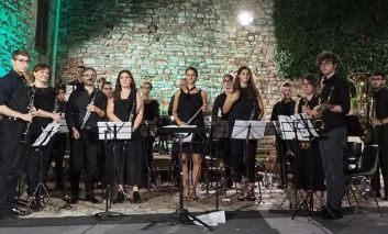Sabato al Corciano Festival: teatro, torneo dei tamburini e giovani artisti emergenti