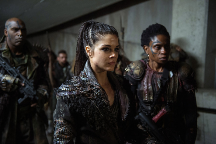 the 100 cast looking angry and confused