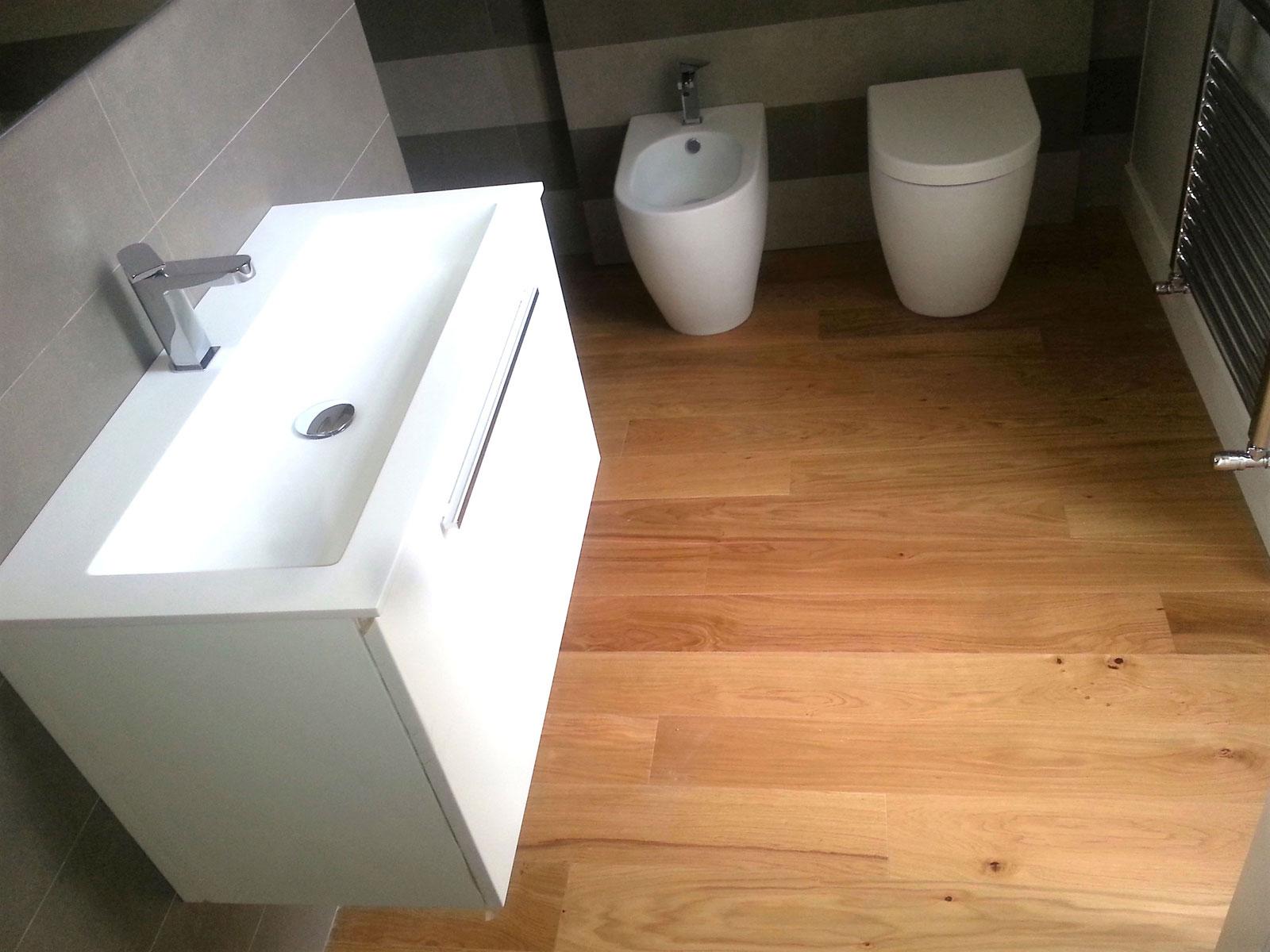 Bagno Moderno Parquet Foto parquet in bagno rovere di