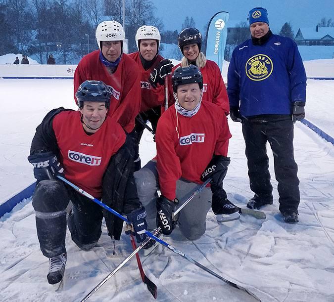 CoreITs pondhockeylag som deltog i Tigers Winter Classic