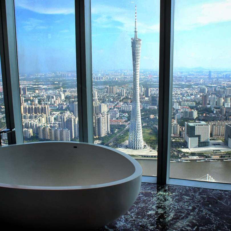 Four Seasons Guangzhou, International Finance Centre bathtub