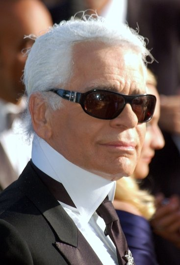 Karl Lagerfeld au festival de Cannes. Karl Lagerfeld at the Cannes festival. Photo by Georges Biard, 2007. CC-BY-SA 3.0. Story: The World of Karl Lagerfeld: coremagazines.com/culture/karl-lagerfeld