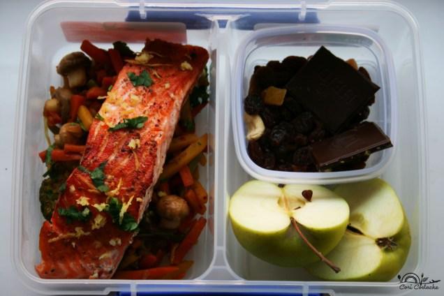 somon cu legume la tigaie - lunch box
