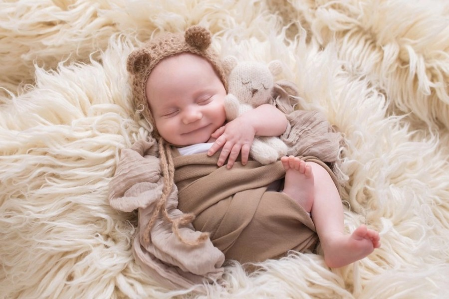 Older Newborn Photos | Babies can be photographed at any age