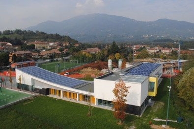 fotografie tetto fotovoltaico elementari Barzana