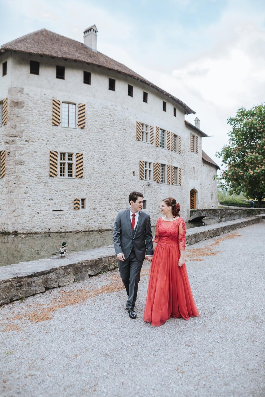 Hochzeit Schloss Hallwyl rotes Kleid